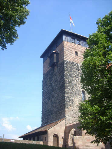 Fünfeckturm [Burggrafenburg] (August 2013)