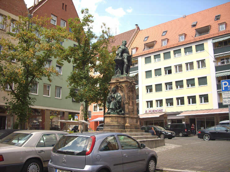 Martin-Behaim-Denkmal am Theresienplatz (August 2009)